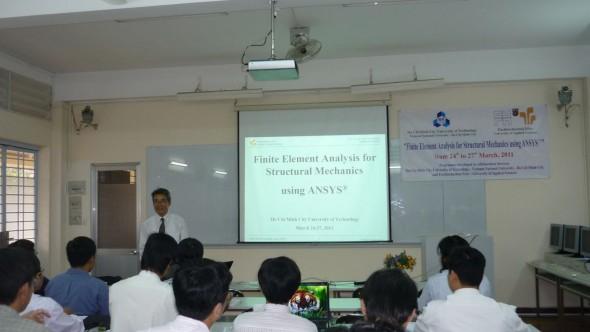 GS. Nguyễn Văn Phái trình bày sơ lược về nội dung buổi học